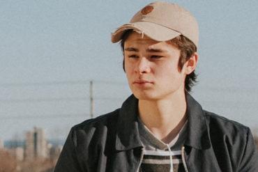 5 estilos de ropa urbana masculina que combinan a perfección con tus gorras